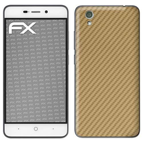 atFolix Skin kompatibel mit ZTE Blade A452, Designfolie Sticker (FX-Carbon-Gold), Carbon-Struktur/Carbon-Folie