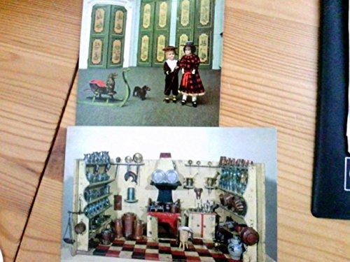 Set 2x AK Spielzeugmuseum der Stadt Nürnberg. 1x Nürenberger Puppenküche 18.Jh., 1x Ausschnitt aus dem Rokkokoraum mit Bisquitporzellankopfpuppen um 1900 und Puppenschlitten 18. Jh.