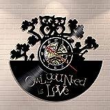 赤ちゃんフクロウ壁掛け時計フクロウ引用あなたが必要なフクロウは愛ですビニールレコードで作られた動物の装飾的な壁時計ヴィンテージフクロウの壁の芸術