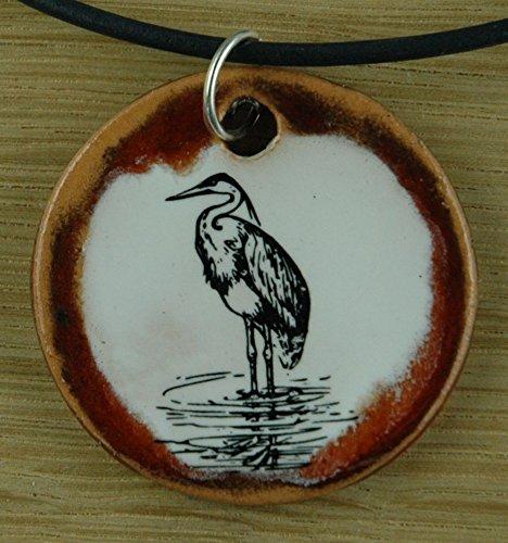 Echtes Kunsthandwerk: Hübscher Keramik Anhänger mit einem Kranich; Vogel, Vögel, Mythologie, Glück, Langlebigkeit, Alter, Leben, Weisheit