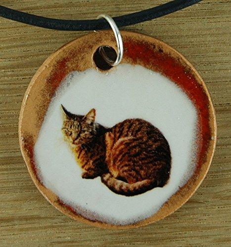 Echtes Kunsthandwerk: Hübscher Keramik Anhänger mit einer Katze; Kater, Hauskatze, Fellnase, Mieze, Miezekatze, Samtpfötchen, Samtpfote, Stubentiger