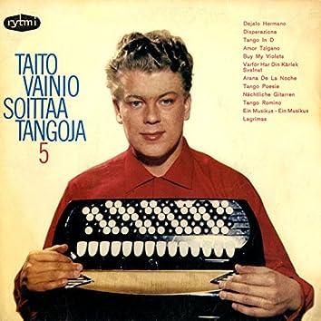 Taito Vainio soittaa tangoja 5