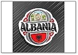 Albanien, Saint Demetrius Kathedrale in Berat mit Albanischer Flagge