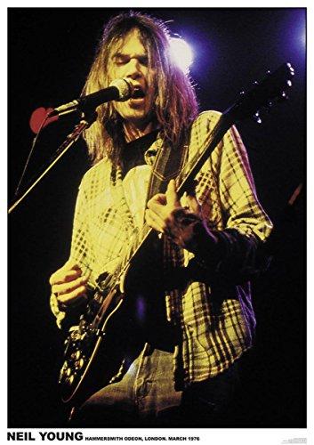Close Up Neil Young Poster Hammersmith Odeon, London (59,5cm x 84cm) + Un Poster Bora Bora en Cadeau!