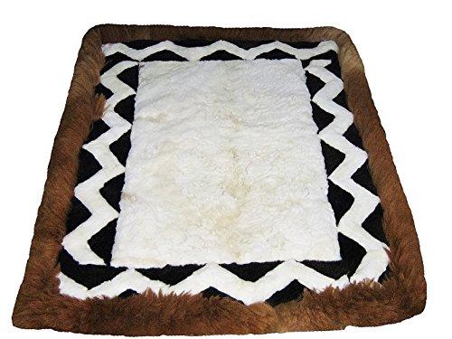 Alpacaandmore Weiss/brauner peruanischer Alpaka Fellteppich Wohnzimmerteppich Zackenmuster (200x180...