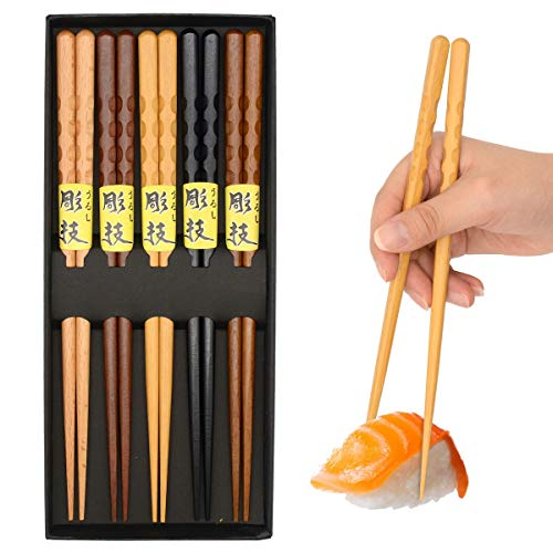 OMyTea 5 Pairs Chopsticks Reusable - Japanese Wooden Chopsticks Gift Sets, 8.9 Inch/22.5cm, for Sushi, Noodles, Rice, Camping, Travel (Natural Wood)