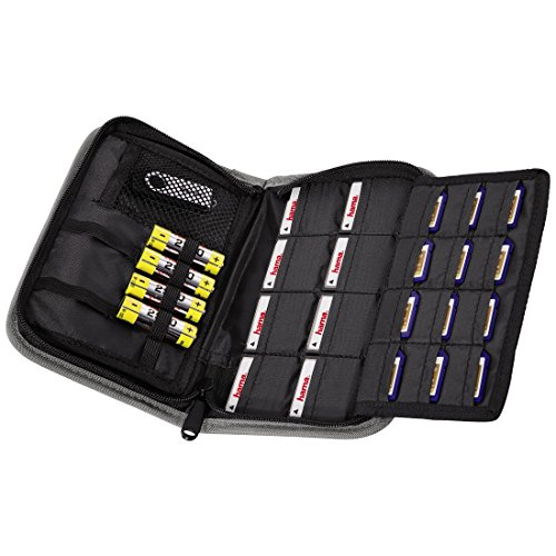 Funda con bolsillitos para baterías y tarjetas de memoria Tiene cierre con cremallera Fabricada de nailon Dimensión 12.6 x 3.8 x 19.4 cm, con peso ligero de 200 g Color negro
