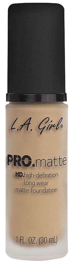 タイプ立方体手伝うL.A. GIRL Pro Matte Foundation - Nude (並行輸入品)