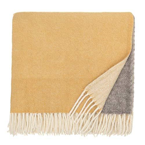URBANARA 140x220 cm Wolldecke 'Salakas' Senfgelb/Creme — 100% Reine skandinavische Wolle — Ideal als Überwurf, Plaid oder Kuscheldecke für Sofa und Bett — Warme Decke aus Schurwolle mit Fransen