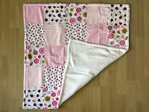 Zweilagige Babydecke: reine Baumwolle (Patchwork-Muster in Weiß-Rosa Abtönnungen), Fleece in Weiß
