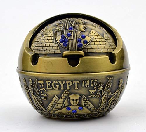 La pyramide égyptienne d'un cendrier sphérique en métal...