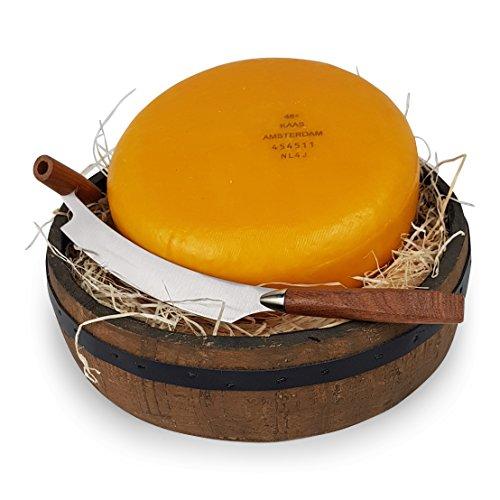 Ganzer Käse in einer Käseschale