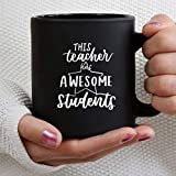 Teacher Has Awesome Students - Taza de café personalizada para maestros de preescolar, jardín de infantes, 11 oz, taza de cerámica negra, taza para bebidas de té para el hogar y la oficina, cumpleaños