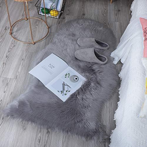 DAOXU Fell Lammfell Schaffell/Sheepskin Rug, Lammfellimitat Flauschigen Teppiche Imitat Kunstfell,Langes Haar Nachahmung Wolle Bettvorleger Sofa Matte (Grau, 75 x 120 cm)