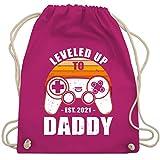 Shirtracer Vatertagsgeschenk - Leveled Up to Daddy Est 2021 Retro Controller Weiß - Unisize - Fuchsia - Gaming - WM110 - Turnbeutel und Stoffbeutel aus Baumwolle