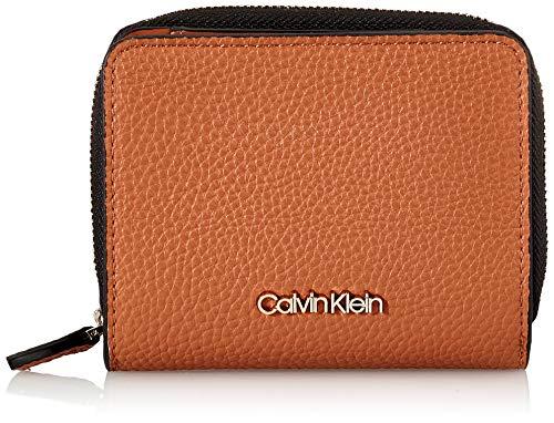 Calvin Klein Damen Sided Ziparound Md W Flap Geldbörse, Braun (Cuoio), 1x1x1 cm