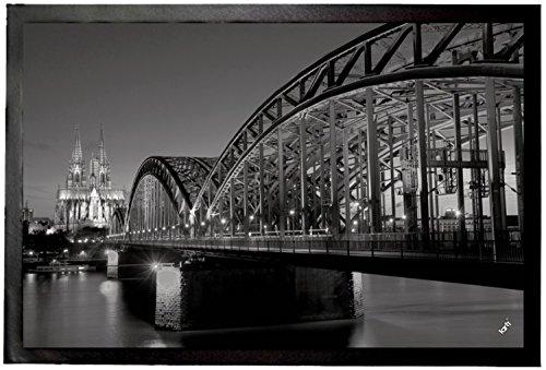 1art1 Köln - Hohenzollernbrücke Und Kölner Dom Bei Nacht S/W Fußmatte Innenbereich und Außenbereich | Design Türmatte 60 x 40 cm