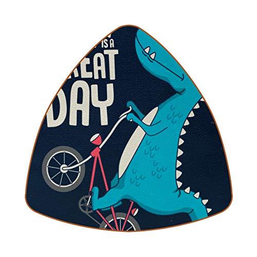 Posavasos triangulares para bebidas, diseño de dinosaurio en bicicleta, de cuero, para proteger muebles, resistente al calor, decoración de bar de cocina, juego de 6