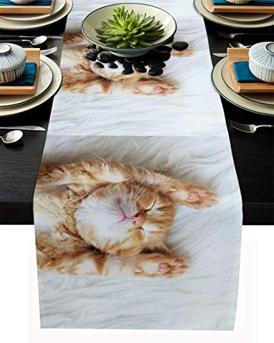 FAMILYDECOR Camino de mesa de arpillera de lino para mesas de comedor de 33 x 304 cm, lindo gatito que duerme en la cama, camino de mesa para fiestas de vacaciones, cocina, decoración de boda