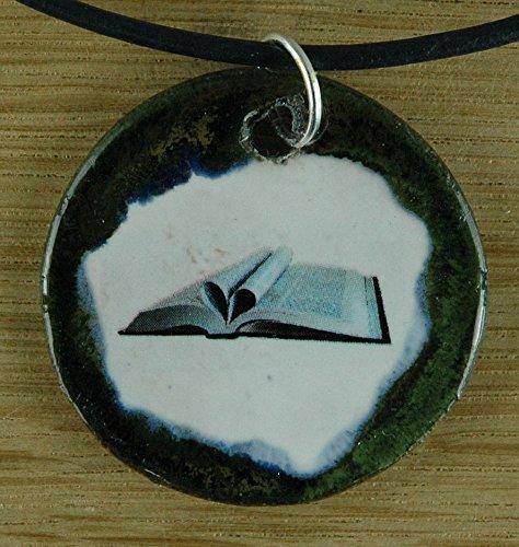 Echtes Kunsthandwerk: Toller Keramik Anhänger mit einem Buch; Literatur, Deutsch, Schule, Studium, Lehrer, Bibliothekar, Bücherei, Geschenk, Kette