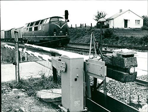 Halbschranken-Anlage mit elektrohydraulischen Antrieb - Vintage Press Photo