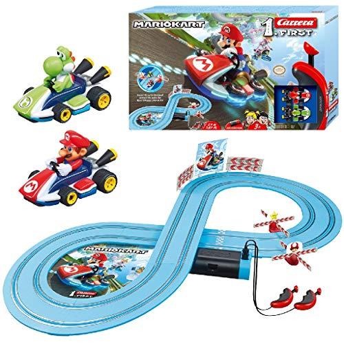 Carrera FIRST Nintendo Mario Kart™ Rennstrecken-Set für Kleinkinder | 2,4m elektrische Rennbahn mit Mario & Yoshi Spielzeugautos | mit Handregler & Streckenteilen | Spielzeug für Kinder ab 3 Jahren
