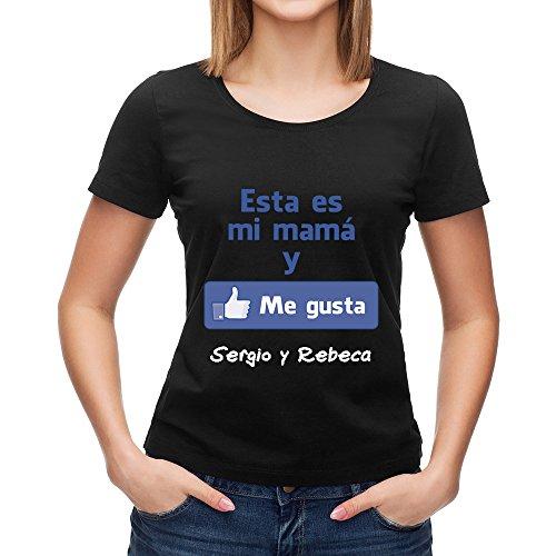 Calledelregalo Regalo para Madres Personalizable: Camiseta 'Esta es mi mamá y me Gusta' Personalizada con el Nombre o Nombres Que tú Quieras (Negro)