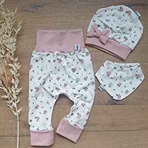 ANGEBOT Set – Hose, Schleifenmütze, Halstuch – Cremeweiss Blüten (Rose) Baby Mädchen