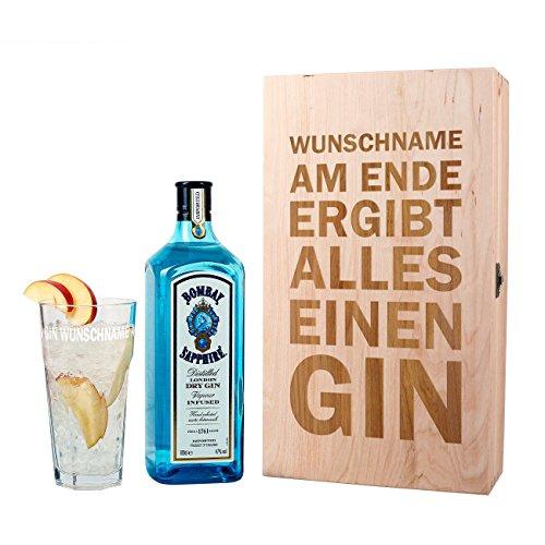 Herz & Heim® Gin Geschenkset - Am Ende ergibt alles einen Gin - mit 1 l Bombay Sapphire und graviertem Glas in Holzverpackung mit Wunschnamen