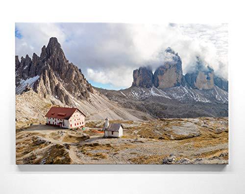 Atemberaubendes Berg-Panorama-Bild - DREI Zinnen Hütte - als 110x50cm großes XXL Leinwandbild. Wandbild als Hintergrund und Deko für Wohnzimmer & Schlafzimmer. Aufgespannt auf Holzrahmen