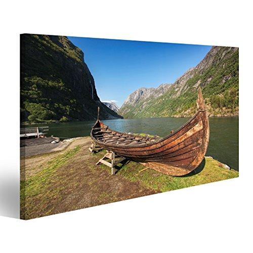 Cuadro Cuadros viejo barco vikingo en el pueblo de Gudvangen en Flam, Noruega Impresión sobre lienzo - Formato Grande - Cuadros modernos DSY