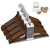 bomoe 20er Set Kleiderbügel aus massiv Holz Bügel Braun Formkleiderbügel – inkl. Zedernholz Ringe Mottenschutz für Kleiderschrank - FSC® Zertifizierte Kleiderholzbügel mit Hosenstange Sjard