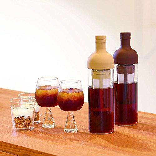 「HARIO(ハリオ)」のフィルターインコーヒーボトルは、ワインボトルのようなおしゃれなデザイン。ボトル部は丁寧に作られた高品質な耐熱ガラスが使われています。パーツにはシリコンが使われているので、手で持ったときも滑りにくく、冷蔵庫への出し入れも安心。また熱い飲み物を入れたときも、シリコンが熱くなりにくいので、扱いやすく便利です。