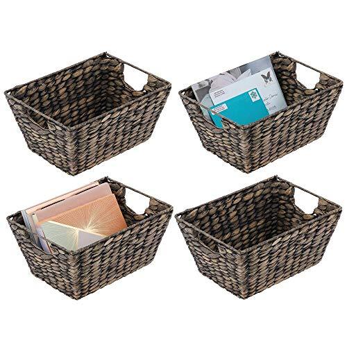 mDesign Juego de 4 cestas trenzadas con asas – Organizador de estantes para dormitorio, salón, baño o pasillo – Cestas organizadoras de jacinto de agua para accesorios del hogar – negro