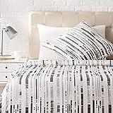 AmazonBasics - Juego de ropa de cama con funda de edredón, de satén, 135 x200 cm / 80 x 80 cm x 1,...