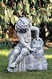 pompidu-living Wasserspeier, sitzendes Mädchen, Steinfigur, Gartenfigur Farbe Terracotta