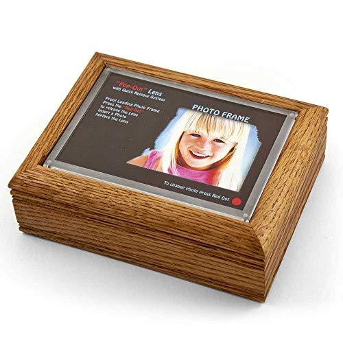 MusicBoxAttic Marco de Fotos de Roble de 10 x 15 cm, Caja de música con Sistema de Lente desplegable – más de 400 Opciones de Canciones, Madera, 159. Here Comes The Sun