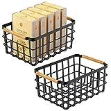 mDesign Caja multiusos de metal – Caja organizadora multifunción para cocina, despensa, etc. – Cesta de almacenaje de alambre, compacta y universal con asas de bambú – Juego de 2 – negro mate/bambú