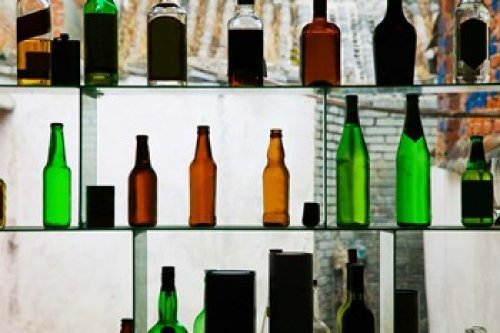 The Poster Corp Panoramic Images – Bottles displayed at foreigner bar Old Town Dali Yunnan Province China Photo Print (91,44 x 60,96 cm)