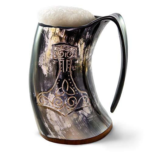 Taza de cuerno para beber vikingo auténtico de Norse Tradesman - Jarra de cuerno de cerveza 100% auténtica con grabado de martillo de Thor  'The Mjolnir', pulido, aprox. 900 ml