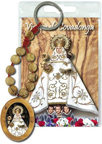 Llavero Virgen de Covadonga con decenario en madera de olivo y oración en español