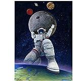Divertido astronauta sosteniendo la luna y la tierra póster de pared creativo póster abstracto artista decoración del hogar pared sin marco póster de arte moderno 50x80cm / 19.6 'x31.4' / NoFrame