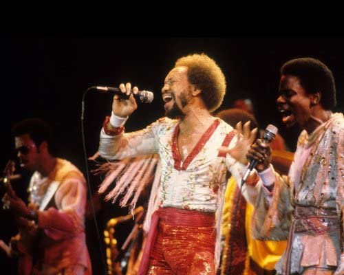 Earth Wind Fire in Concert Maurice singing White and Albuquerque Mall Max 85% OFF group 8x