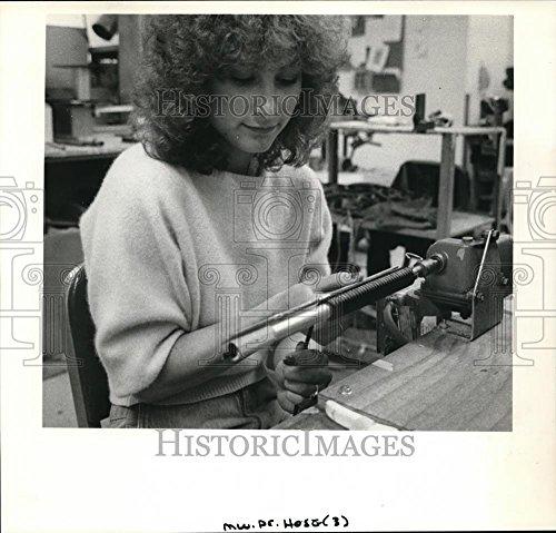 Vintage Photos 1986 Press Photo CCoaxco's Lasie Hunter Makes retraction Cords for Dental use.