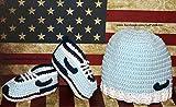 Conjunto Patucos para bebé de crochet, Unisex. Estilo Nike, con gorro a juego,...