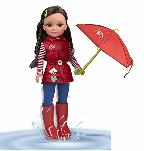Nancy - Un día de lluvia, Muñeca con chubasquero, paraguas y botas de agua (Famosa 700013517)