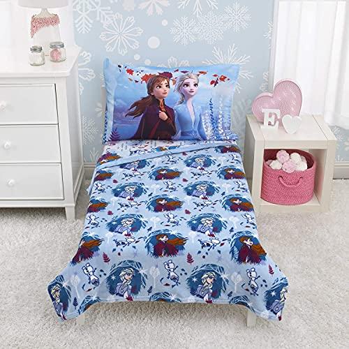 Disney Frozen 2 Manta Reversible de Doble Cara de Forro Polar súper Suave, 40 x 50 Pulgadas, con Anna, Elsa y Olaf, Viaje mágico, Blanco, Azul Claro, Lavanda y Verde Azulado
