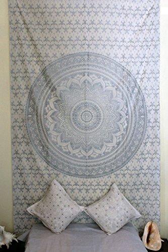 Mogi Pensée magique Argent Tapisserie Mandala Tapisserie Unique Coton Imprimé à suspendre au mur Décor Parure de lit Couvre-lit par Monika Enterprises