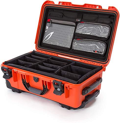 Nanuk 935 Hartschalenkoffer mit Rädern, wasserdicht, Gepolsterte Trennwand mit Deckel, Orange, 935