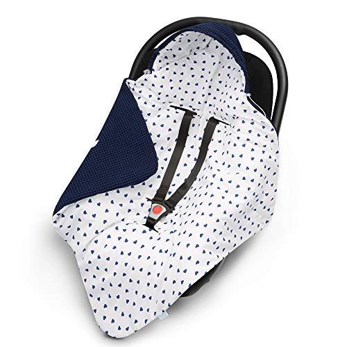 EliMeli EINSCHLAGDECKE für Babyschale Baby Decke für Autositz und Kinderwagen aus Waffelstoff und Baumwolle mit Füllung Babyhörnchen Kinderwagedecke universal z.B. Maxi Cosi (Marineblau - Herz)